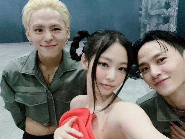 Dancer của Lisa dán băng kín người lên sân khấu nhìn mà xót, nhưng sự thật lại làm netizen quay xe không kịp - Ảnh 5.