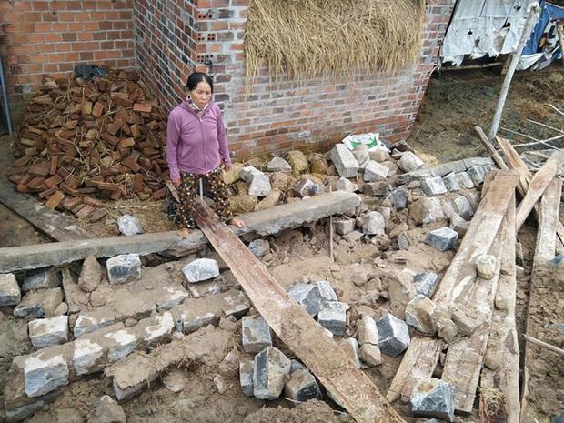Sập tường mới xây của hợp tác xã, người dân tử vong khi đang ở nhà - Ảnh 1.