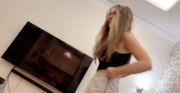 Vô tình quay cảnh bạn thân cởi áo khoe vòng 1, nữ streamer xinh đẹp suýt nữa bay kênh trong 1 nốt nhạc - Ảnh 4.