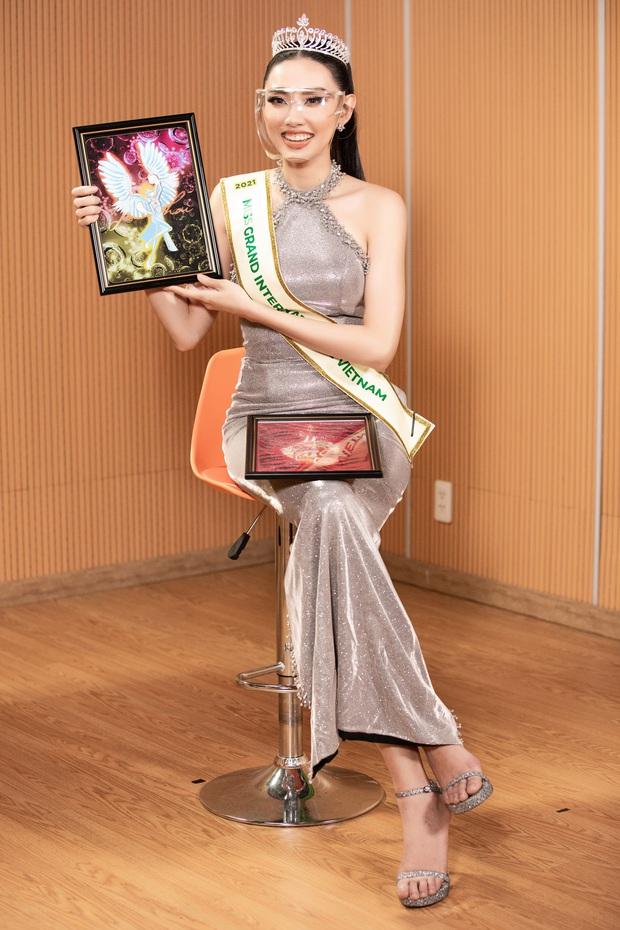 Sự kiện hiếm hoi giữa mùa dịch: Á hậu Ngọc Thảo khoe vòng 1 sexy, đại diện Việt Nam tại Miss Grand 2021 chặt chém không vừa! - Ảnh 9.