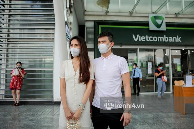 """Netizen lại kéo vào page Vietcombank vì """"tạm khoá báo có"""": Hết đòi giải thích thuật ngữ lại lập mưu giấu vợ tạo quỹ đen - Ảnh 1."""