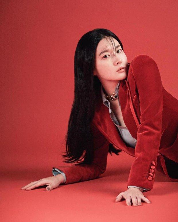 Không nhận ra quốc bảo nhan sắc xứ Hàn Lee Young Ae: Cân cả tóc hime kén mặt, phá cách, hầm hố khác lạ 180 độ vẻ dịu dàng mọi khi - Ảnh 8.