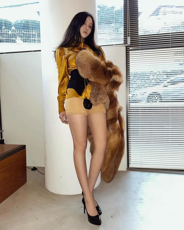 Tìm ra đôi chân đạt đến level hoàn hảo hiếm có tại Kpop, vượt mặt cả thánh body Lisa hay mỹ nhân đẹp nhất thế giới Nana? - Ảnh 11.