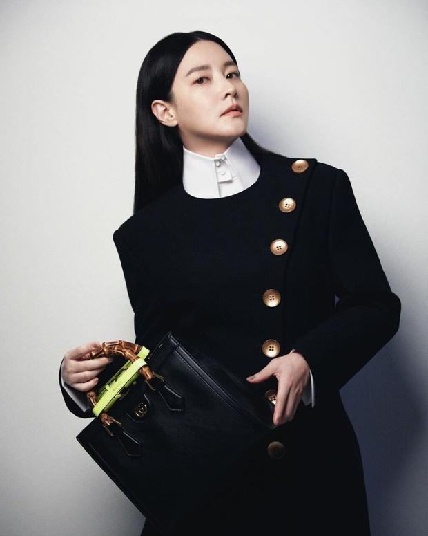 Không nhận ra quốc bảo nhan sắc xứ Hàn Lee Young Ae: Cân cả tóc hime kén mặt, phá cách, hầm hố khác lạ 180 độ vẻ dịu dàng mọi khi - Ảnh 7.