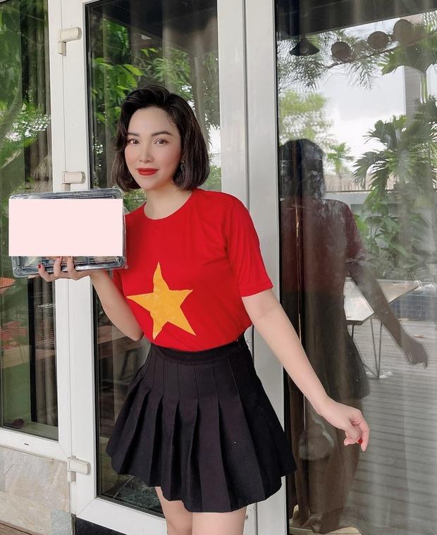 Cả showbiz Việt tiếp lửa cho tuyển Việt Nam trước giờ G: Anh Đức chuẩn bị mồi ngon sẵn sàng, hội Hoa hậu chiếm spotlight - Ảnh 9.