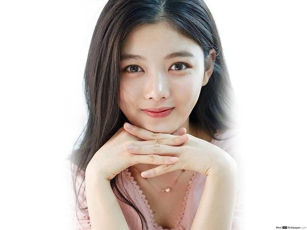 Nữ thần cổ trang Kim Yoo Jung: Dư sắc thừa tài nhưng toàn nhận phim flop, từng khốn khổ vì scandal ứng xử - Ảnh 1.