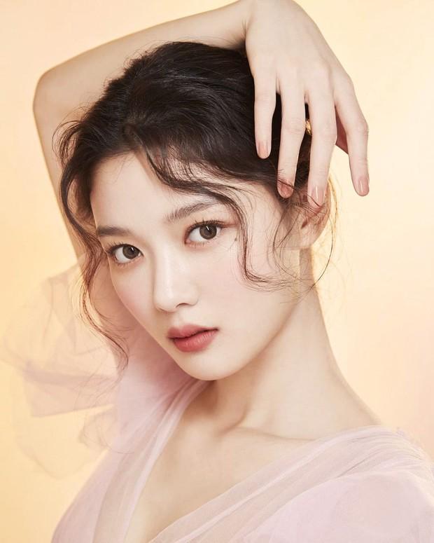 Nữ thần cổ trang Kim Yoo Jung: Dư sắc thừa tài nhưng toàn nhận phim flop, từng khốn khổ vì scandal ứng xử - Ảnh 8.