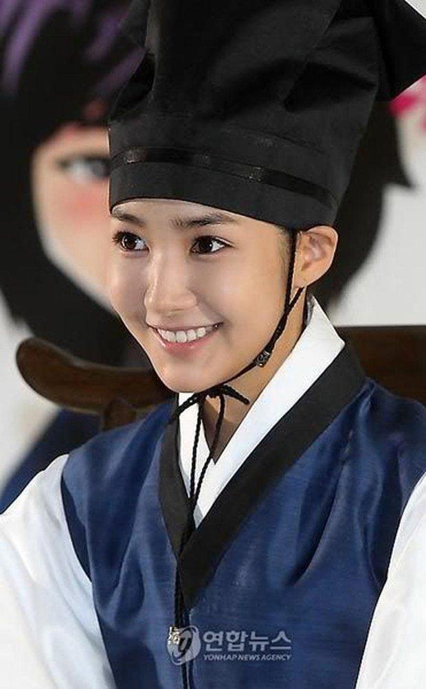 Hội mỹ nhân Hàn giả trai trên màn ảnh: Kim Yoo Jung lộ rõ lớp makeup, trùm cuối không ai làm lại luôn! - Ảnh 12.
