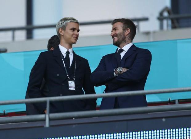 Con trai David Beckham chính thức debut trên sân cỏ, thế giới chúc mừng cựu tuyển thủ Anh cuối cùng cũng có người kế thừa sự nghiệp - Ảnh 2.