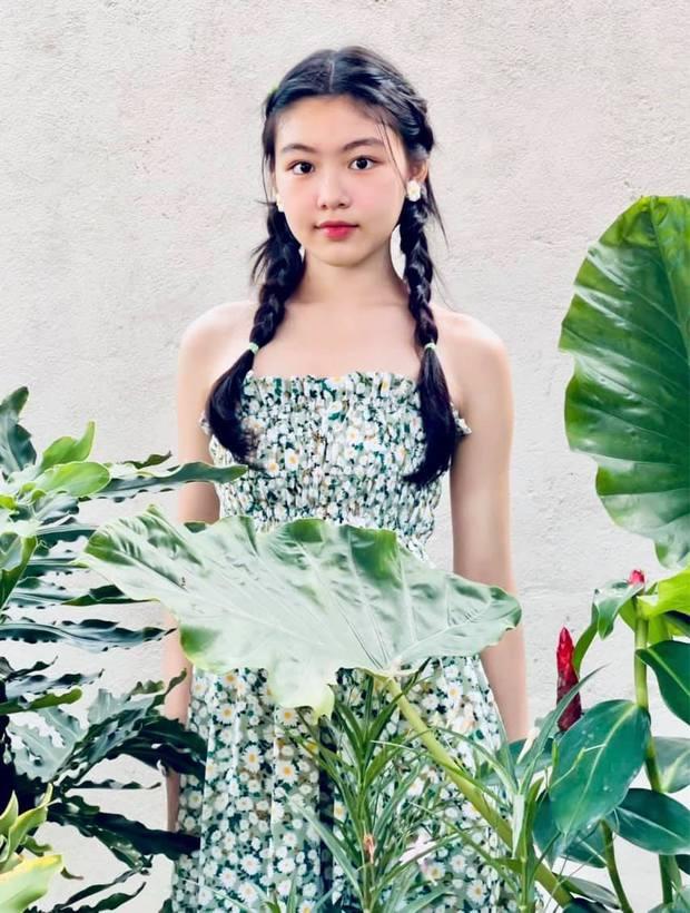 Màn bùng nổ visual đẳng cấp của ái nữ Lọ Lem nhà MC Quyền Linh: Xinh như thần tiên tỷ tỷ, Hoa hậu tương lai là đây! - Ảnh 2.