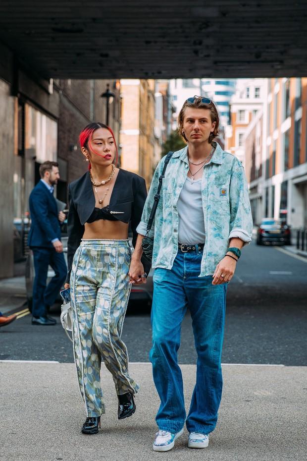 Dân tình bung lụa tại London Fashion Week: Khả năng chơi màu như phù thủy, độ chiến lên level sau 1 năm im ắng - Ảnh 7.