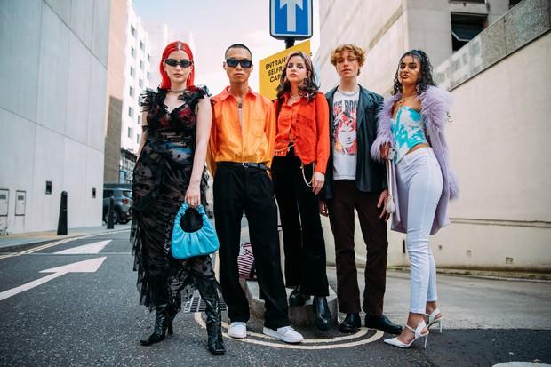 Dân tình bung lụa tại London Fashion Week: Khả năng chơi màu như phù thủy, độ chiến lên level sau 1 năm im ắng - Ảnh 4.