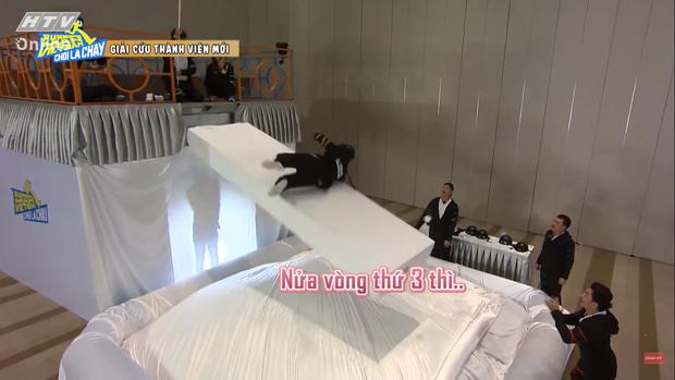 Jun Phạm tấu hài tại Running Man Việt tập 1: Chê Ngô Kiến Huy đã miệng rồi tự đi vào vết xe đổ - Ảnh 10.
