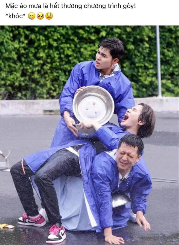 Jack chơi trò hứng nước, netizen buột miệng: Mặc áo mưa là hết thương chương trình rồi! - Ảnh 3.
