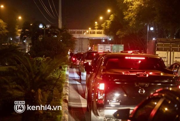 Hà Nội: Tuyến đường qua khu đô thị Xa La bất ngờ ùn tắc kéo dài trong ngày giãn cách cuối cùng - Ảnh 12.