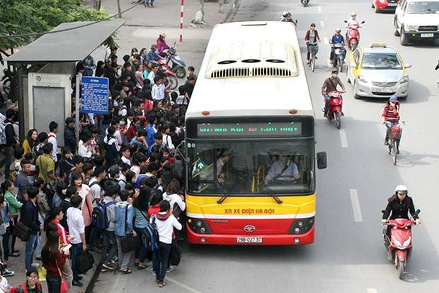 Hà Nội tiếp tục ngừng hoạt động taxi, xe buýt, chưa mở lại đường bay thương mại - Ảnh 1.