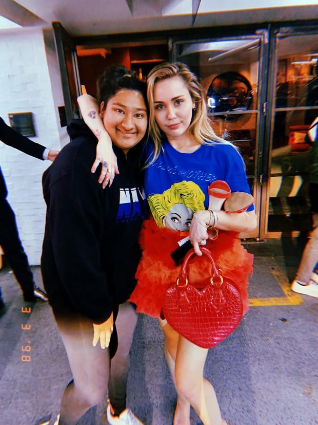 Đẳng cấp fangirl: Cô nàng Gen Z có ảnh chụp chung với cả làng sao từ Hàn đến Hollywood, kiếp trước cứu cả thế giới hay gì? - Ảnh 7.