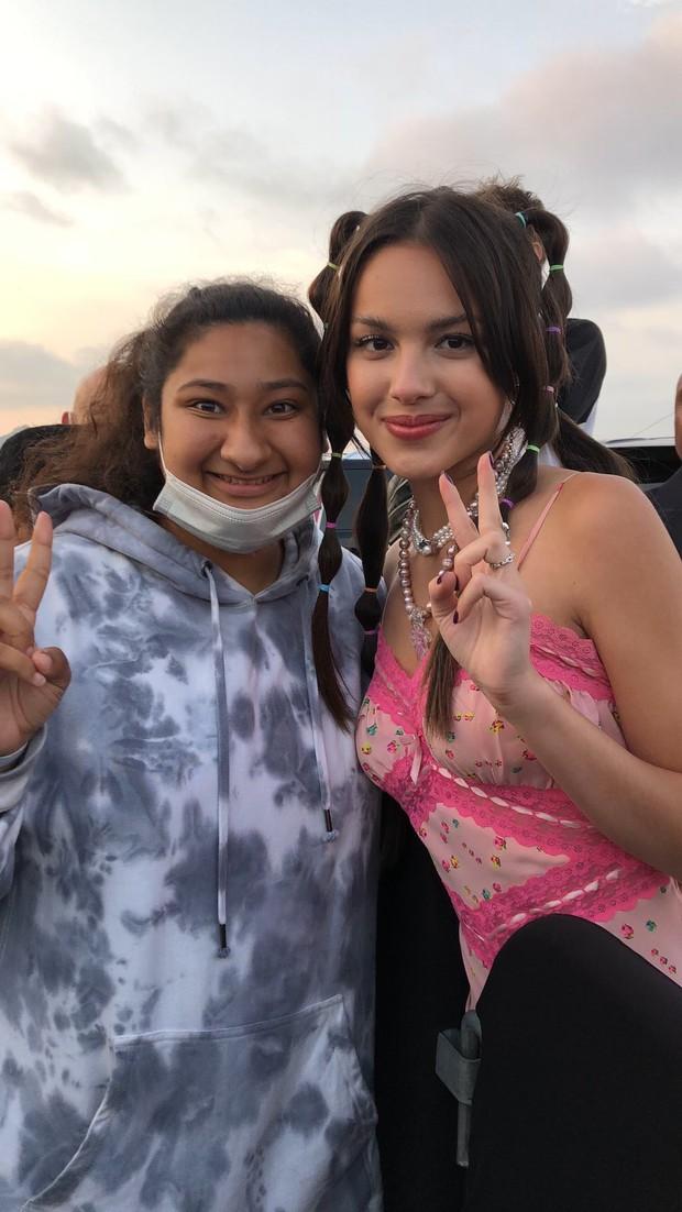 Đẳng cấp fangirl: Cô nàng Gen Z có ảnh chụp chung với cả làng sao từ Hàn đến Hollywood, kiếp trước cứu cả thế giới hay gì? - Ảnh 13.