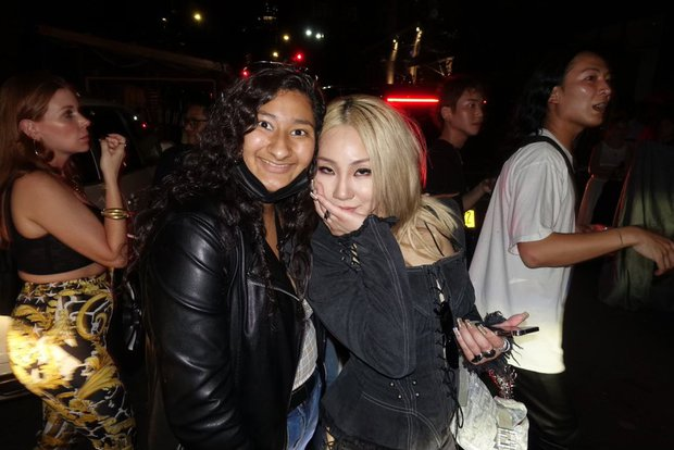 Đẳng cấp fangirl: Cô nàng Gen Z có ảnh chụp chung với cả làng sao từ Hàn đến Hollywood, kiếp trước cứu cả thế giới hay gì? - Ảnh 2.