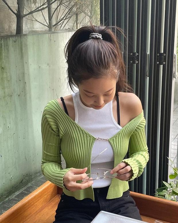 """Tóc Tiên và Cô Em Trendy đang lăng xê kiểu áo """"gợi đòn"""" nhìn mà chỉ sợ đứt - Ảnh 9."""