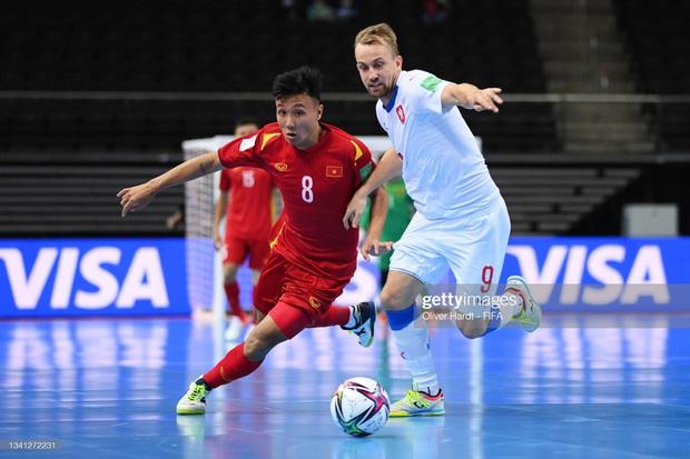 Sảy chân trước đội tuyển Việt Nam, HLV CH Séc giận dữ mắng học trò là thảm họa - Ảnh 2.