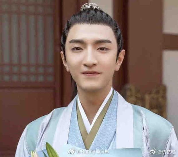 Phim mới của Bành Tiểu Nhiễm mở điểm thấp đến sốc nặng, netizen đổ hết tội cho nam chính xí trai nhất 2021? - Ảnh 5.