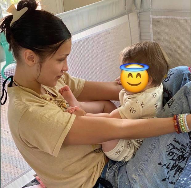 Đi dự sinh nhật con gái Gigi, Bella Hadid và Dua Lipa như đi catwalk: Eo bé xíu của Dua át cả bờ ngực chực trào của bạn thân! - Ảnh 11.