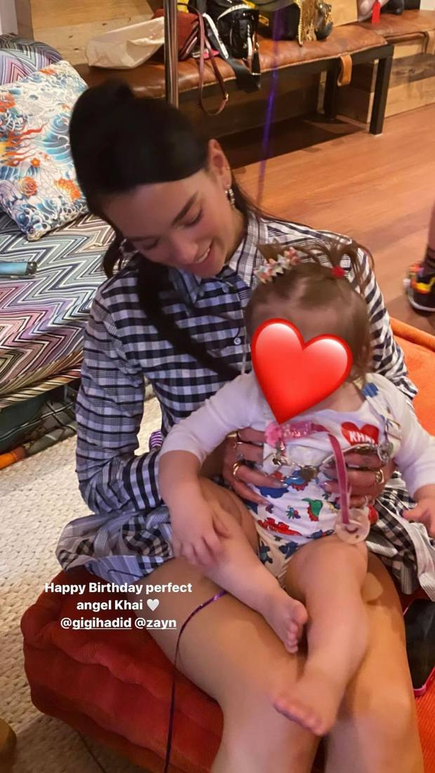 Đi dự sinh nhật con gái Gigi, Bella Hadid và Dua Lipa như đi catwalk: Eo bé xíu của Dua át cả bờ ngực chực trào của bạn thân! - Ảnh 10.