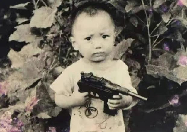 Bị bắt cóc năm 6 tuổi, bé trai bí mật giấu mảnh giấy nhỏ dưới gối, hành trình tìm bố mẹ suốt 32 năm khiến bao người bật khóc - Ảnh 1.