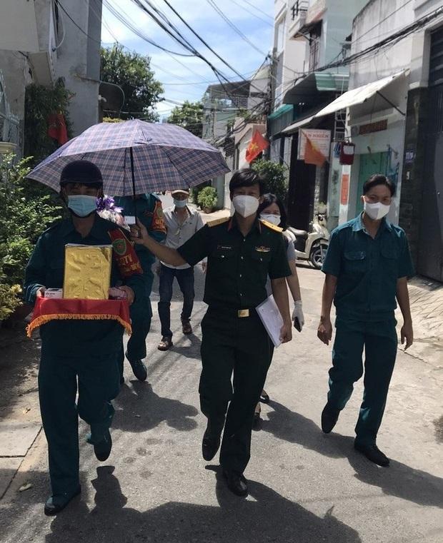 Đưa tro cốt người phụ nữ tử vong vì Covid-19 về nhà, thiếu tá Nguyễn Trung Kiên chỉ thấy bé 4 tuổi ra nhận! - Ảnh 2.