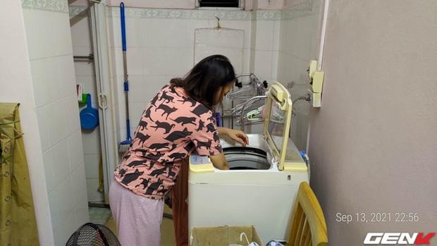 Giặt máy cửa trên làm quần áo nhanh tã nhưng chỉ một phụ kiện giá từ 10k sẽ giúp khắc phục dễ dàng! - Ảnh 1.