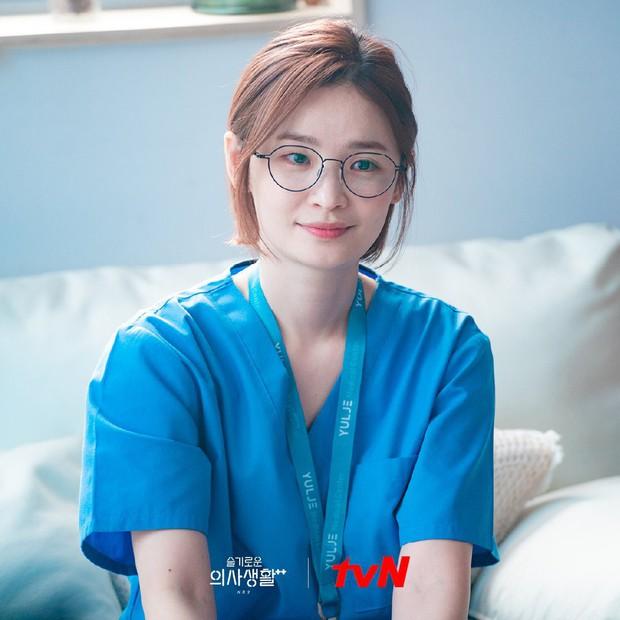 Kim Seon Ho át vía dàn cast Hospital Playlist ở BXH diễn viên tháng 9, Shin Min Ah cũng theo sát crush luôn - Ảnh 10.