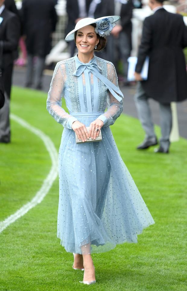 Phương Oanh khoe váy mới để gỡ gạc hình ảnh của Nam, netizen liên tưởng ngay đến Công nương Kate - Ảnh 3.