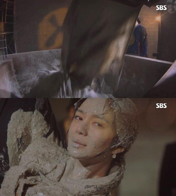 5 phim Hàn dính án phạt vì cảnh nóng, bạo lực dã man: Ji Chang Wook vừa nude 100% đã lập tức bị tuýt còi - Ảnh 7.