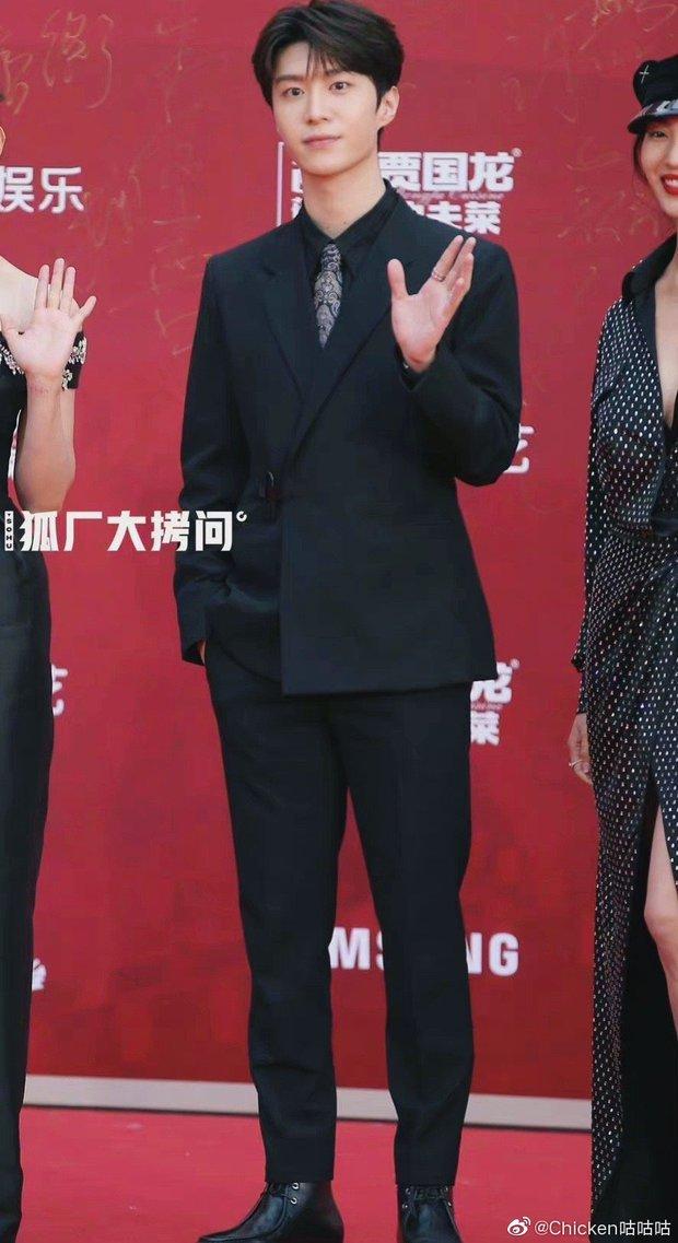Thảm đỏ LHP Bắc Kinh: Angela Baby và mỹ nhân Tân Cương kinh diễm nhưng lộ tá khuyết điểm, Trần Khôn soái át cả đàn em 9X - Ảnh 12.