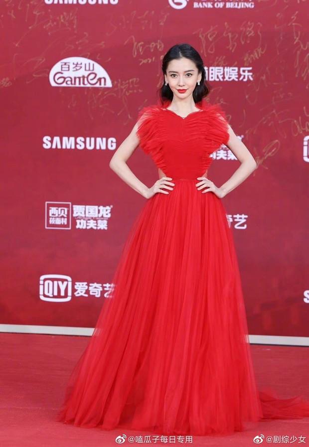 Thảm đỏ LHP Bắc Kinh: Angela Baby và mỹ nhân Tân Cương kinh diễm nhưng lộ tá khuyết điểm, Trần Khôn soái át cả đàn em 9X - Ảnh 5.