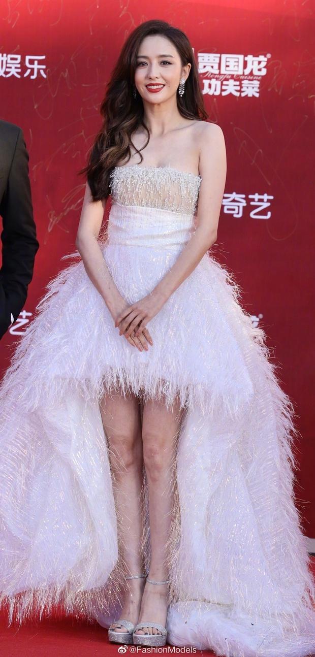 Thảm đỏ LHP Bắc Kinh: Angela Baby và mỹ nhân Tân Cương kinh diễm nhưng lộ tá khuyết điểm, Trần Khôn soái át cả đàn em 9X - Ảnh 7.