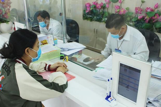 Từ ngày 1/10, người dân TP.HCM đến cơ quan nhà nước phải tiêm đủ 2 mũi vắc-xin - Ảnh 1.