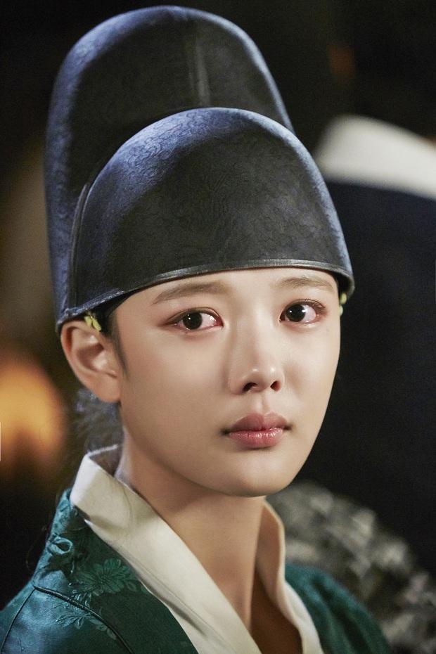 Hội mỹ nhân Hàn giả trai trên màn ảnh: Kim Yoo Jung lộ rõ lớp makeup, trùm cuối không ai làm lại luôn! - Ảnh 2.