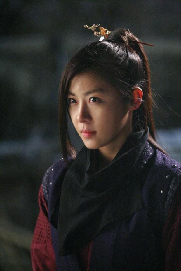Hội mỹ nhân Hàn giả trai trên màn ảnh: Kim Yoo Jung lộ rõ lớp makeup, trùm cuối không ai làm lại luôn! - Ảnh 7.