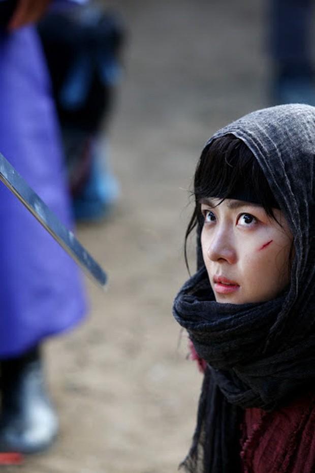 Hội mỹ nhân Hàn giả trai trên màn ảnh: Kim Yoo Jung lộ rõ lớp makeup, trùm cuối không ai làm lại luôn! - Ảnh 9.