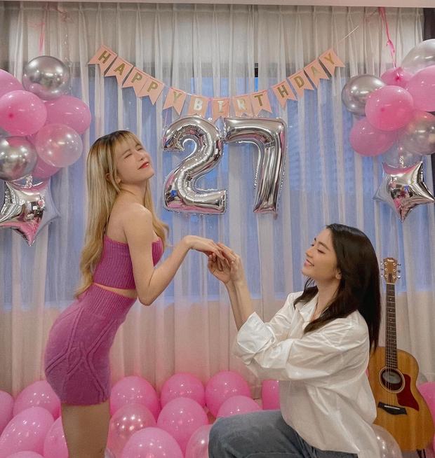 Thiều Bảo Trâm visual đỉnh, đón tuổi 27 bên chị gái nhưng bị netizen soi ra mỗi năm sinh nhật một ngày khác nhau? - Ảnh 3.