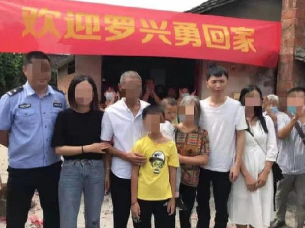 Bị bắt cóc năm 6 tuổi, bé trai bí mật giấu mảnh giấy nhỏ dưới gối, hành trình tìm bố mẹ suốt 32 năm khiến bao người bật khóc - Ảnh 4.
