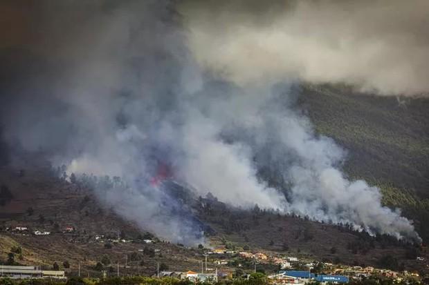 Núi lửa phun trào ở quần đảo Canaria (Tây Ban Nha), hàng nghìn người phải sơ tán - Ảnh 8.