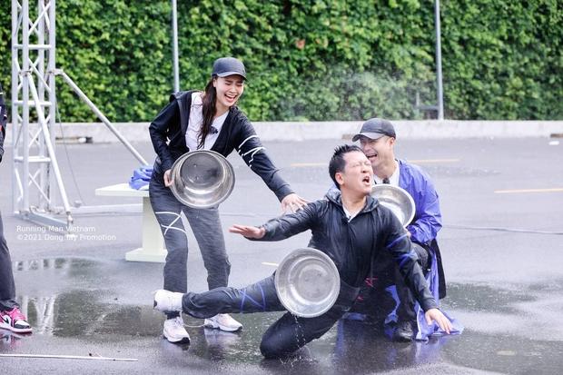 4 khoảnh khắc tẽn tò của Trường Giang ở Running Man: Thánh tay thối phá game, bị đàn em chặt chém đến cứng họng - Ảnh 4.