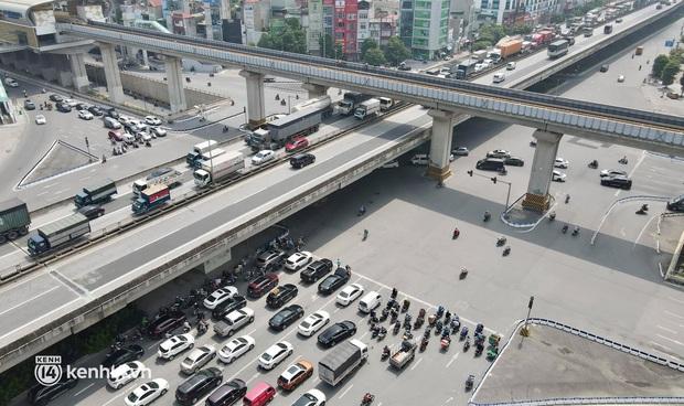Hà Nội: Đường vành đai 3 trên cao ùn tắc hàng km từ Linh Đàm tới nút giao Phạm Hùng - Ảnh 1.