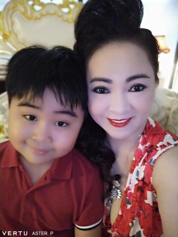 Xả kho ảnh sinh nhật, CEO Đại Nam gây sốt với màn đọ sắc cùng con dâu lệch 25 tuổi - Ảnh 3.