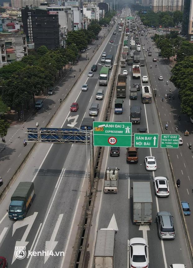 Hà Nội: Đường vành đai 3 trên cao ùn tắc hàng km từ Linh Đàm tới nút giao Phạm Hùng - Ảnh 2.