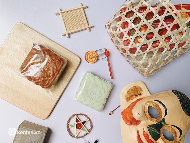 Trên tay hộp bánh Trung thu hot nhất Hà Nội, phải cầu cứu mới mua được: Hương vị có thật sự xuất sắc như lời đồn? - Ảnh 4.