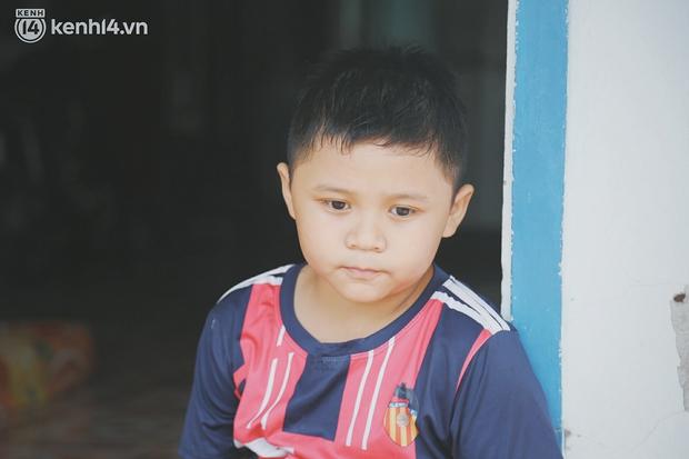 Mẹ nhiễm Covid-19 rồi mất sau ca mổ bắt em, bé trai 8 tuổi khóc nghẹn: Mẹ nói mai mốt mẹ về nhưng có về nữa đâu - Ảnh 13.